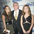 Le prince Reza Pahlavi, la princesse Yasmine Pahlavi et leur fille Noor lors d'un gala organisé à New York le 5 mai 2016