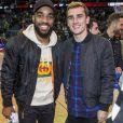 Alexandre Lacazette et Antoine Griezmann portent les mêmes baskets Louboutin - People assistent au match de basket de la NBA entre les Boston Celtics et les 76ers de Philadelphie à Londres le 11 janvier 2018.