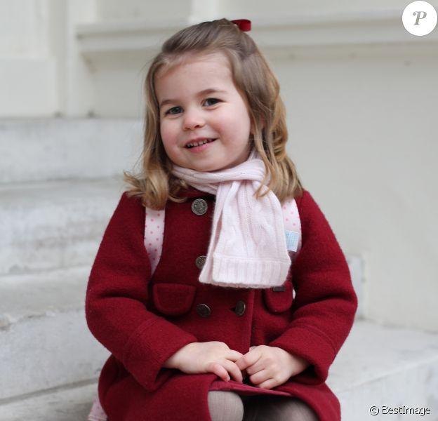 Photographie officielle de la princesse Charlotte de Cambridge, prise par sa mère, la duchesse de Cambridge, au palais Kensington, juste avant sa rentrée à la crèche Willcocks 8 January 2018.