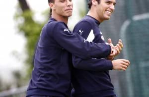 Yoann Gourcuff et Marouane Chamakh, les stars du FC Bordeaux, en pleine séance de... papouilles !