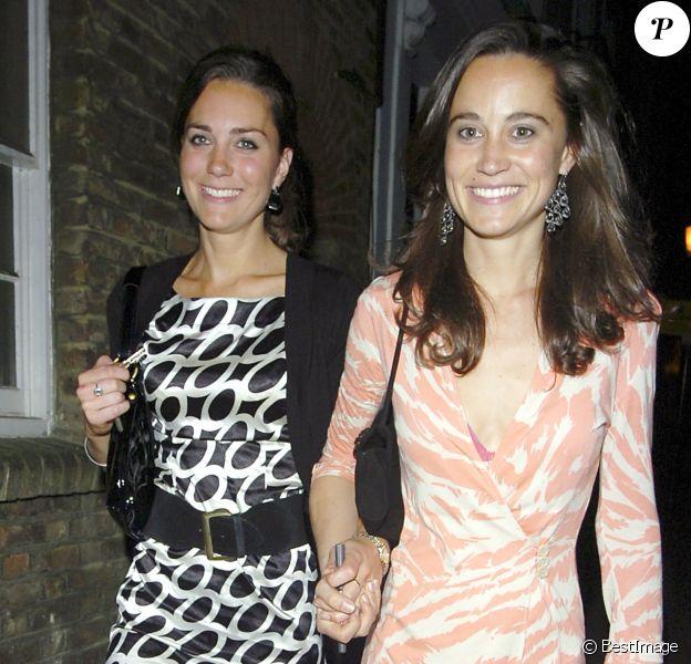 Kate Middleton et sa soeur Pippa en soirée à Londres, en 2007.