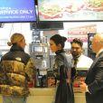 Kendall Jenner dans un restaurant McDonald's à Oxford Street. Londres, le 10 décembre 2018.