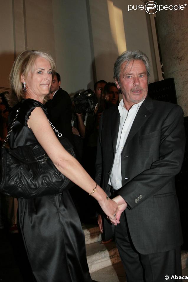 Alain Delon et une amie hier soir à la soirée Bulgari à Rome, en pleine forme !