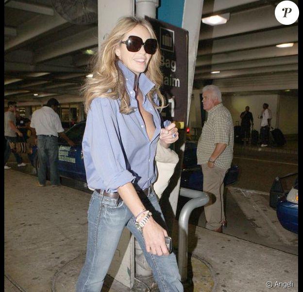 Elle Macpherson à l'aéroport de Miami. 21/05/09