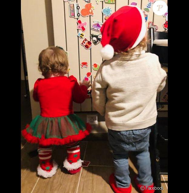 Noëmie Honiat et Quentin Bourdy (Top Chef) dévoilent une photo de leurs enfants Zacharie (2 ans) et Evie pour Noël. Décembre 2018.