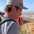 """Benoît Magimel le 27 décembre 2018 en plein trekking à Oman avec son épouse Margot, à qui il a dit """"oui"""" en novembre 2018."""