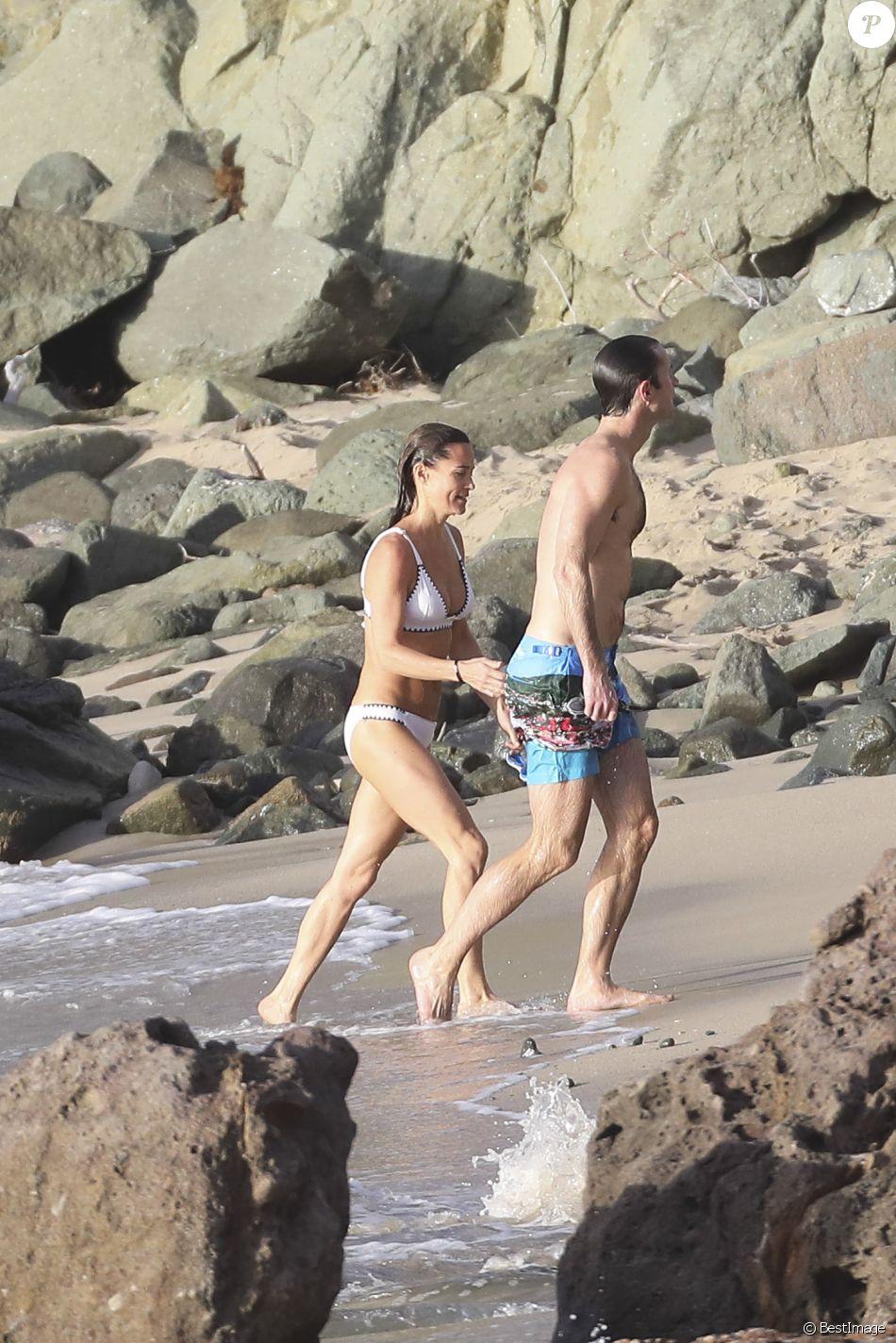Pippa Middleton et son mari James Matthews profitent d'une baignade en amoureux sur la plage de Colombier à Saint-Barthélemy, Antilles françaises, le 2 janvier 2019.