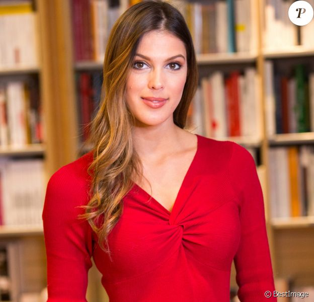 """Exclusif - Iris Mittenaere (Miss France 2016 et Miss Univers 2016) dédicace son livre """"Toujours y croire"""" à la librairie Filigranes à Bruxelles en Belgique le 12 décembre 2018.  Exclusive - For Germany call for price - Iris Mittenaere, French model, television presenter, and beauty pageant titleholder who was crowned Miss Universe 2016, during a booksigning of ' Toujours y croire ', at Filigranes in Brussels, 12 December 2018.12/12/2018 - Bruxelles"""