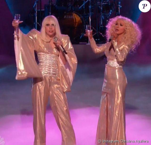 Lady Gaga et Christina Aguilera sur le plateau de The Voice. 2013.