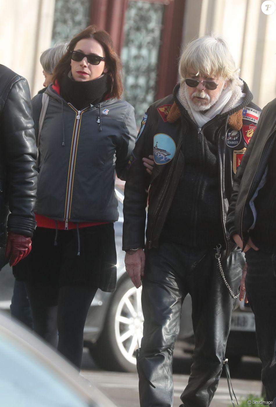Romane Serda, Lolita Séchan et son père Renaud - Après une cérémonie au temple protestant Port-Royal, obsèques de Thierry Séchan au cimetière du Montparnasse à Paris le 16 janvier 2019.