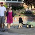"""Melissa Joan Hart, son mari Mark Wilkerson et leurs enfants Mason et Braydon se restaurent à Los Angeles """