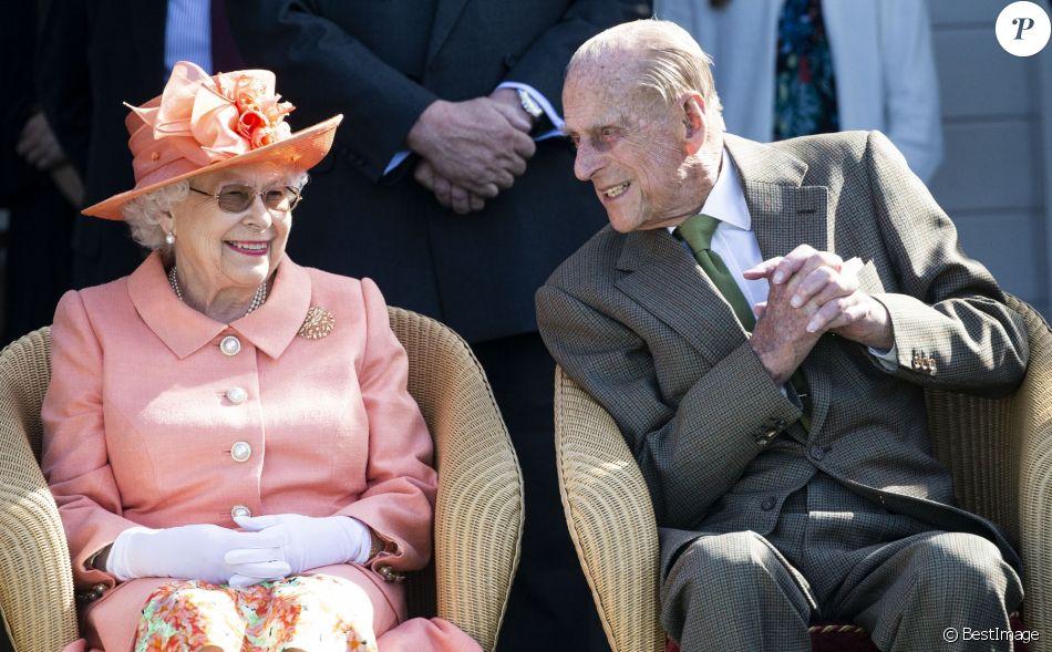 """La reine Elizabeth II et le prince Philip duc d'Edimbourg - La famille royale d'Angleterre lors de la finale de la """"Royal Windsor Cup"""", le 24 juin 2018."""