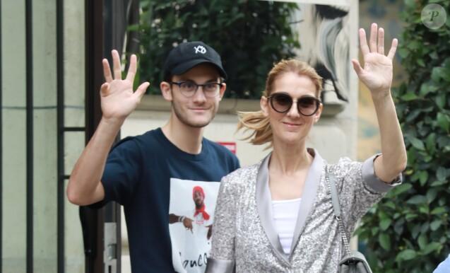 Céline Dion et son fils René-Charles (avec une nouvelle coupe de cheveux) quittent l'hôtel Royal Monceau et se rendent chez Louis Vuitton sur les Champs-Elysées à Paris le 19 juillet 2017.