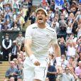 Andy Murray remporte la finale hommes contre Milos Raonic du tournoi de tennis de Wimbledon à Londres, le 10 juillet 2016.