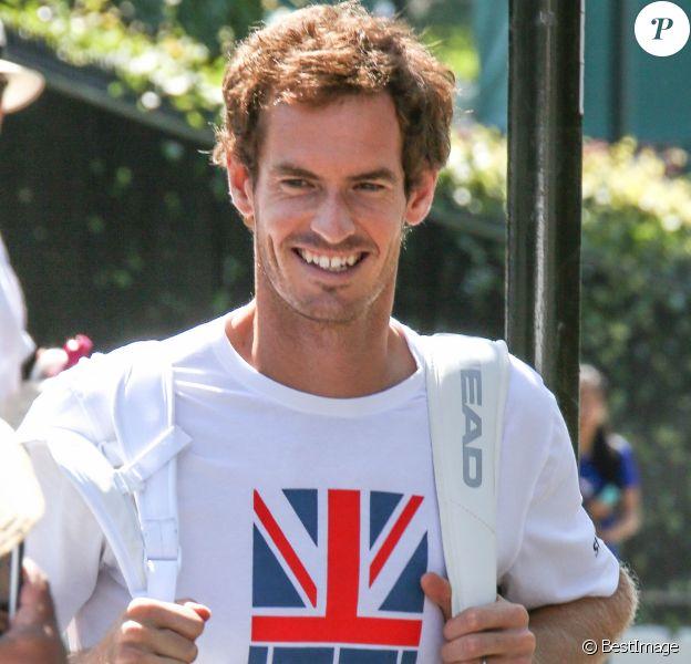 Andy Murray arrive au tournoi de tennis de Wimbledon à Londres, Royaume Uni, le 7 juillet 2017.