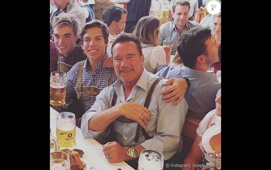 Joseph Baena et son père Arnold Schwarzenegger.