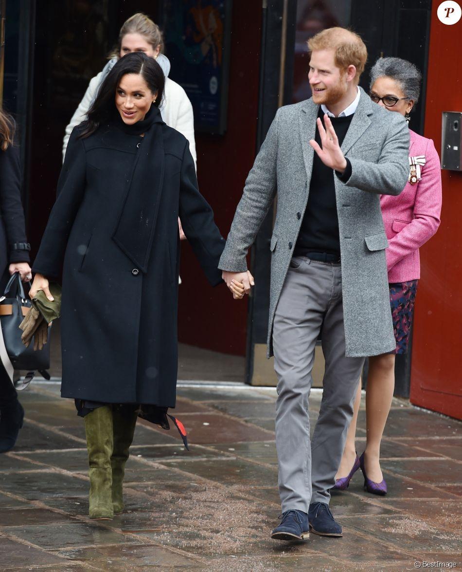 Le prince Harry, duc de Sussex, et Meghan Markle, duchesse de Sussex, enceinte quittent le théâtre Bristol Old Vic. à Bristol le 1er février, 2019.