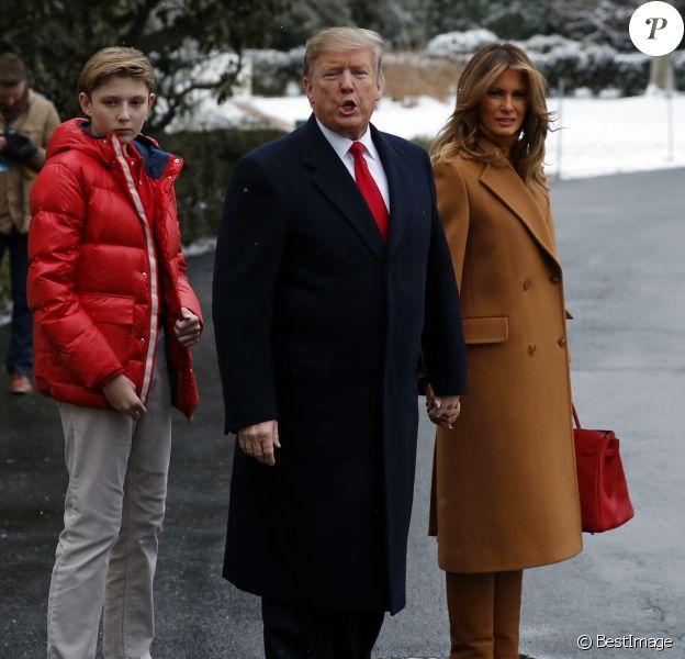 Barron et ses parents Donald et Melania Trump quittent la Maison Blanche à Washington pour se rendre en Floride, le 1er février 2019.