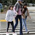 Semi-exclusif - Laeticia Hallyday est allée accueillir sa maman Françoise Thibaut avec ses filles Jade et Joy à l'aéroport de Los Angeles le 3 février 2019.