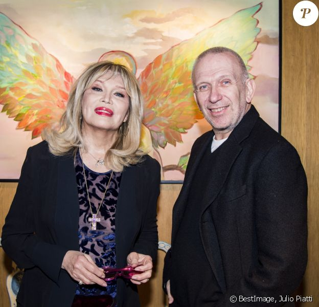 Amanda Lear et Jean-Paul Gaultier lors du vernissage d'Amanda Lear à la Galerie du Passage à Paris, le 6 février 2019 © Julio Piatti/Bestimage