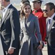 Le roi Felipe VI d'Espagne et la reine Letizia à leur arrivée à Rabat au Maroc le 13 février 2019, accueillis par le roi Mohammed VI et son fils le prince héritier Moulay El Hassan, dans le cadre d'une visite officielle de deux jours.