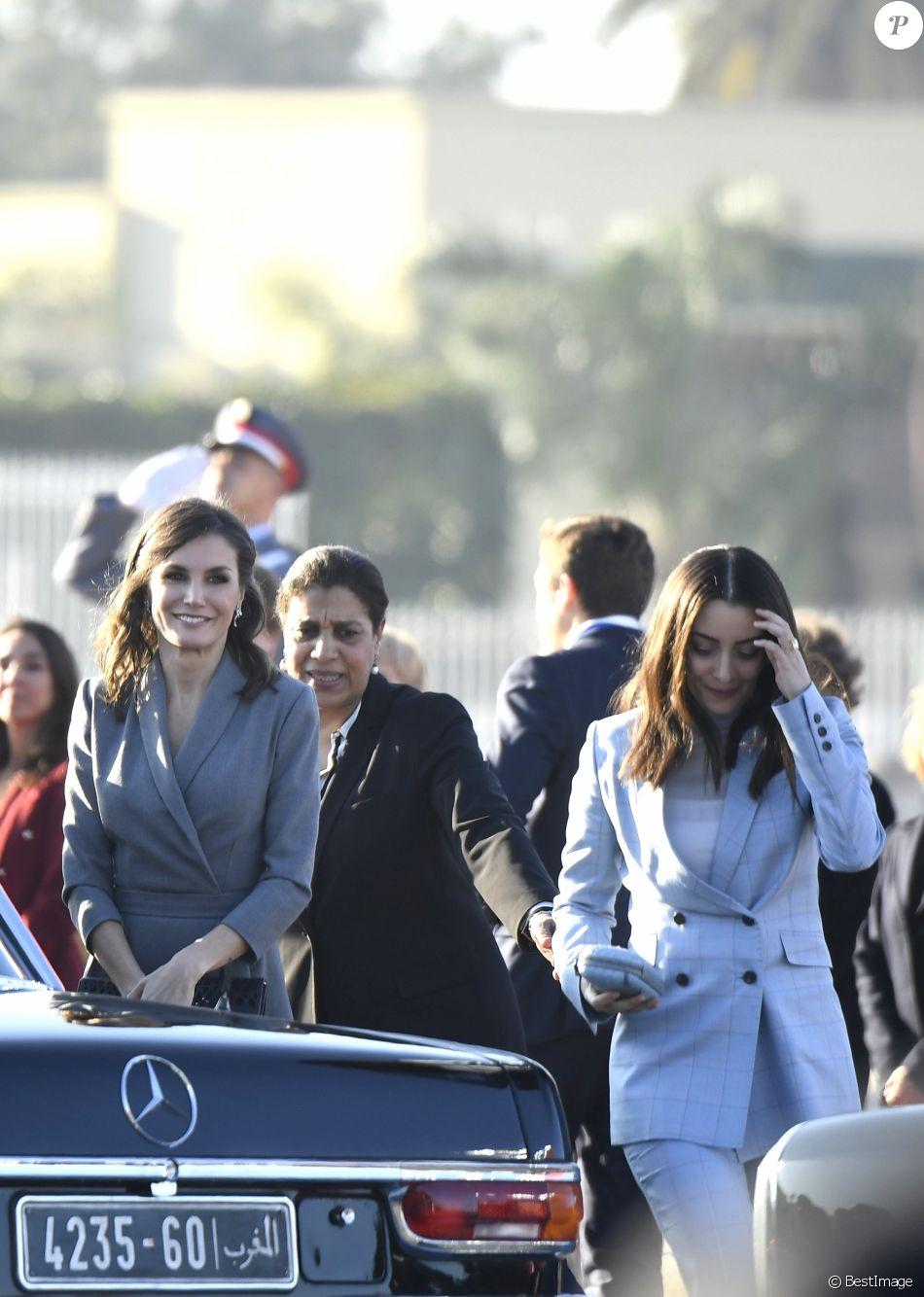 Le roi Felipe VI et la reine Letizia d'Espagne (ici au côté de Lalla Oum Keltoum, épouse du prince Moulay Rachid) ont été accueillis le 13 février 2019 par le roi Mohammed VI et sa famille à Rabat au Maroc, où les cérémonies officielles de bienvenue ont eu lieu place du Mechouar au palais royal.