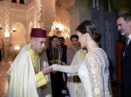 Letizia d'Espagne éblouissante devant le roi Mohammed VI du Maroc et sa famille