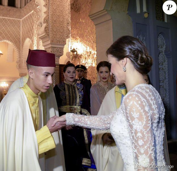 Le roi Felipe VI et la reine Letizia d'Espagne, superbe dans une tenue signée Felipe Varela, étaient les invités du roi Mohammed VI du Maroc et de ses proches (ici le prince héritier Moulay El Hassan) pour un dîner d'Etat au palais royal à Rabat le 13 février 2019 dans le cadre de leur visite officielle de deux jours au Maroc.