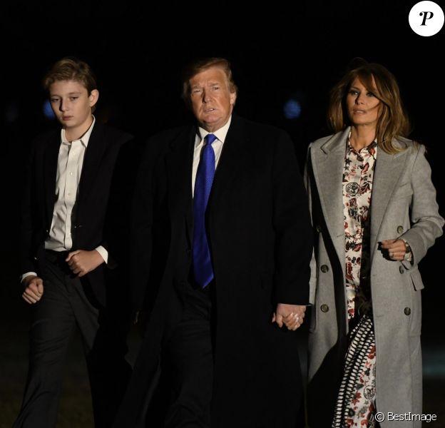 Le président Donald Trump et la première dame Melania Trump avec leur fils Barron Trump arrivent à la Maison Blanche à Washington, DC après avoir passé le week-end à Mar-a-Lago en Floride, le 18 février 2019