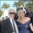 Diane Kruger et Karl Lagerfeld lors de la montée des marches du festival de Cannes 2007