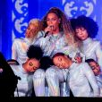 """Beyoncé et JAY-Z donnent le coup d'envoi de la tournée """"On The Run II"""" au Principality Stadium à Cardiff, le 6 juin 2018."""