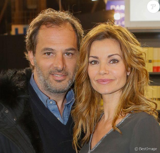 Ingrid Chauvin et son mari Thierry Peythieu au salon du livre à la porte de Versailles à Paris le 22 mars 2015.