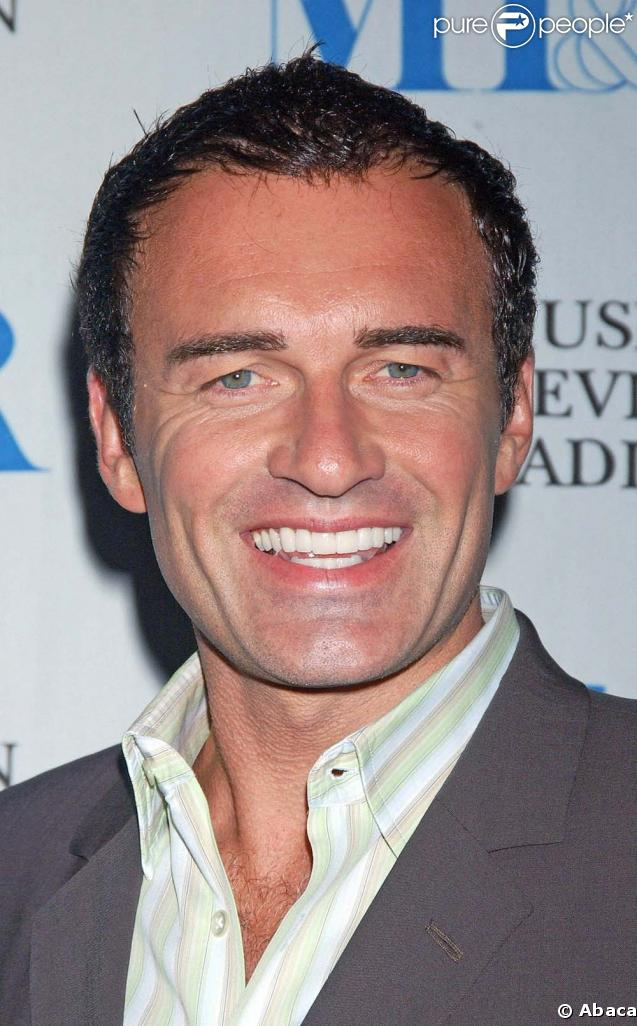 Julian McMahon - Images Gallery
