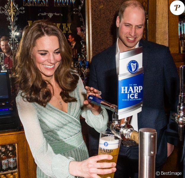 Le prince William, duc de Cambridge, et Catherine (Kate) Middleton, duchesse de Cambridge, lors d'une réception à l'Empire Music Hall à Belfast, le 27 février 2019.
