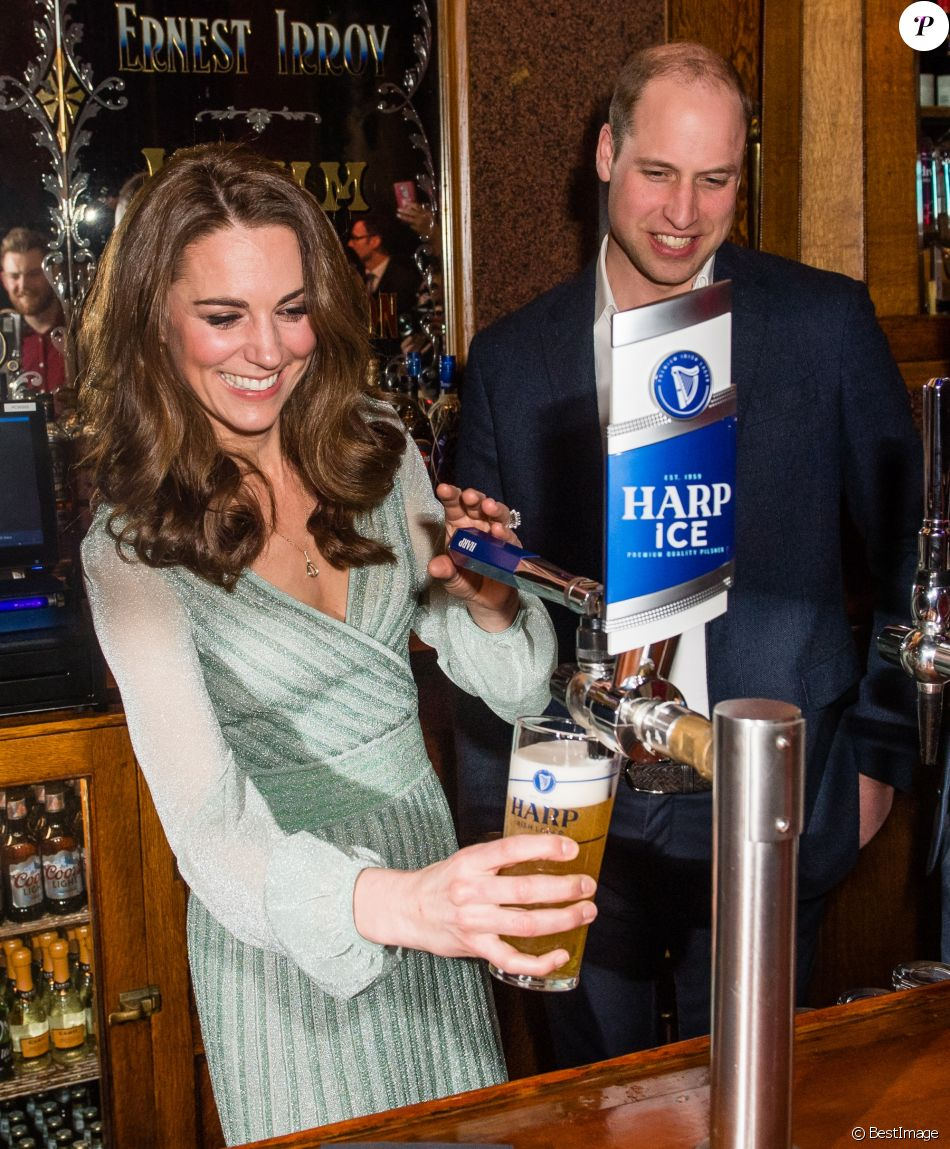 Le prince William, duc de Cambridge, et Catherine (Kate) Middleton, duchesse de Cambridge, lors d'une réception à l'Empire Music Hall à Belfast, le 27 février 2019.