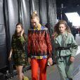 """Bella Hadid, Karlie Kloss et Gigi Hadid - Coulisses du défilé Off-White™ """"Collection Prêt-à-Porter Automne/Hiver 2019-2020"""" lors de la Fashion Week de Paris (PFW), le 28 février 2019. © Veeren/CVS/Bestimage"""