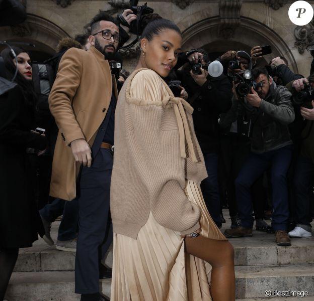 """Tina Kunakey (enceinte) - Arrivées au défilé de mode prêt-à-porter autome-hiver 2019/2020 """"Stella McCartney"""" à Paris le 4 mars 2019. © Veeren-CVS/Bestimage"""