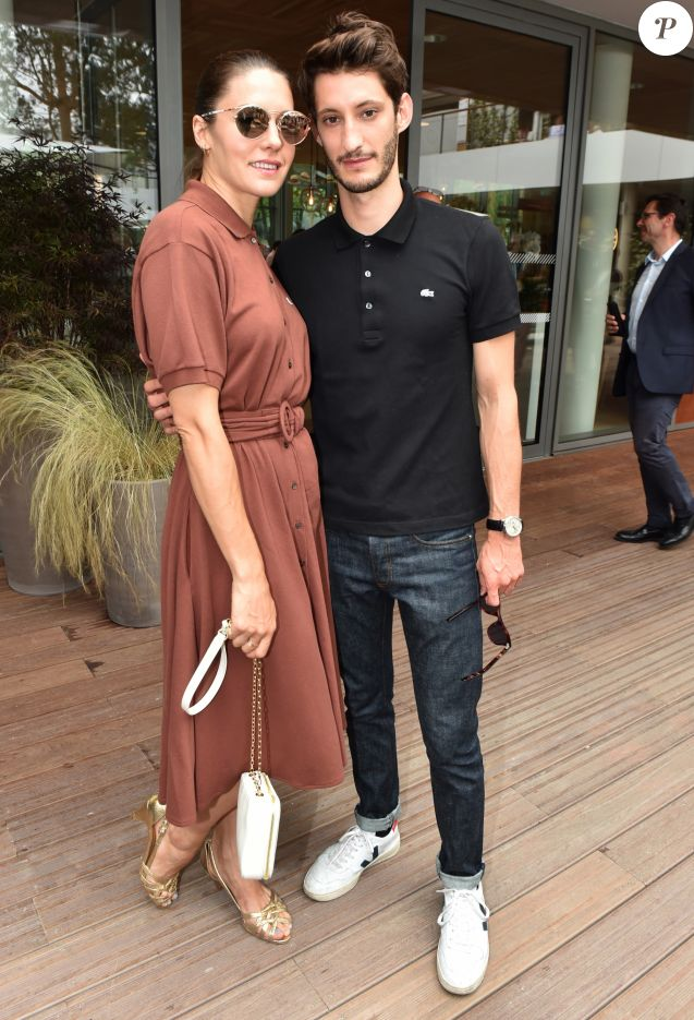 Pierre Niney et sa compagne Natasha Andrews au village lors des internationaux de France à Roland Garros le 10 juin 2018. © Veeren / Bestimage