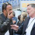 Le Tour 66 de Johnny Hallyday fait escale au Stade de France, fin mai 2009 : Jean-Claude Camus prépare la diffusion sur TF1 avec Nikos Aliagas