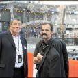 Le Tour 66 de Johnny Hallyday fait escale au Stade de France, fin mai 2009 : Jean-Claude Camus et Pierrick, l'expert-comptable de toujours de Johnny
