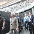 Le Tour 66 de Johnny Hallyday fait escale au Stade de France, fin mai 2009 : Jean-Claude Camus accompagne son entrée...