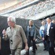 Le Tour 66 de Johnny Hallyday fait escale au Stade de France, fin mai 2009 : Jean-Claude Camus entre dans l'arène avec Johnny