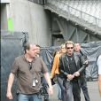 Le Tour 66 de Johnny Hallyday fait escale au Stade de France, fin mai 2009 : Johnny Hallyday arrive en répétitions, suivi par JC Camus et Laeticia