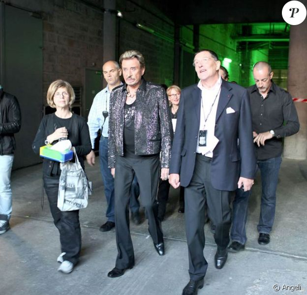 Le Tour 66 de Johnny Hallyday fait escale au Stade de France, fin mai 2009 : Jean-Claude Camus et Johnny en coulisses