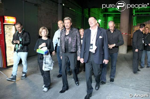 Le Tour 66 de Johnny Hallyday fait escale au Stade de France, fin mai 2009 : Jean-Claude Camus et Johnny en coulisses