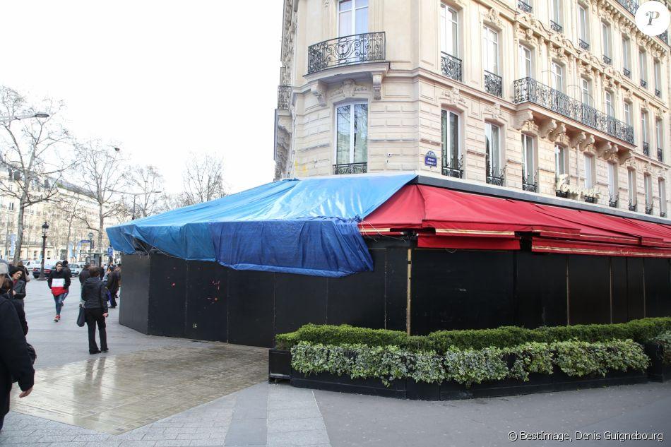 """Le Fouquet's sur les Champs-Élysées 2 jours après l'Acte 18 des """"gilets jaunes"""" à Paris, le 18 mars 2019. © Denis Guignebourg / Bestimage"""