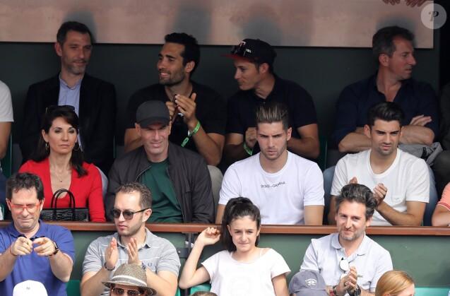 Zinédine Zidane, sa femme Véronique et leurs fils Luca et Enzo dans les tribunes des Internationaux de France de Tennis de Roland Garros à Paris, le 10 juin 2018. © Dominique Jacovides - Cyril Moreau/Bestimage
