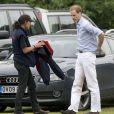 Le prince William lors d'un match de polo de charité le 6 juin 2009