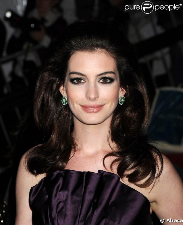 Anne Hathaway Love And Other Drugs Wallpaper. Anne Hathaway Love And Other
