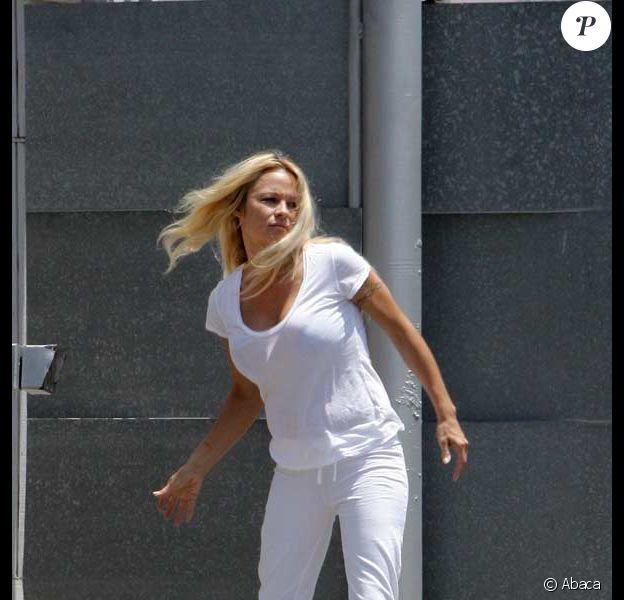 Pamela Anderson et ses bottes en plein été californien